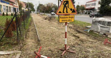 Hrubieszów: Trwa remont chodnika na ul. Mickiewicza – ZDJĘCIA