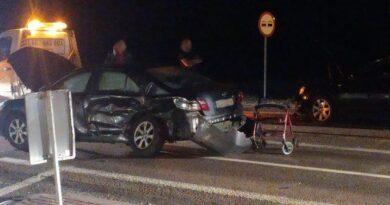 Funkcjonariusz hrubieszowskiego zakładu karnego z żoną ruszyli na pomoc uczestnikom wypadku – ZDJĘCIA