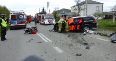 Wypadek w Mirczu. Dwie osoby trafiły do szpitala – ZDJĘCIA