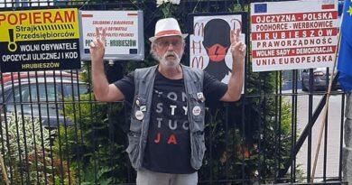 Hrubieszów: Pikieta w sprawie obrony demokracji i praworządności – ZDJĘCIA