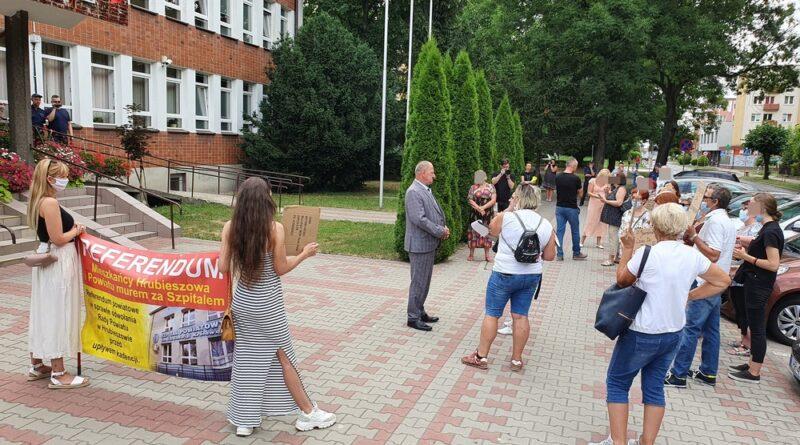 Hrubieszów: Manifestacja przeciwko działaniom zarządu powiatu – ZDJĘCIA, WIDEO
